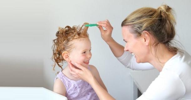 wypadanie włosów u dzieci i nastolatków - przyczyny i porady co robić